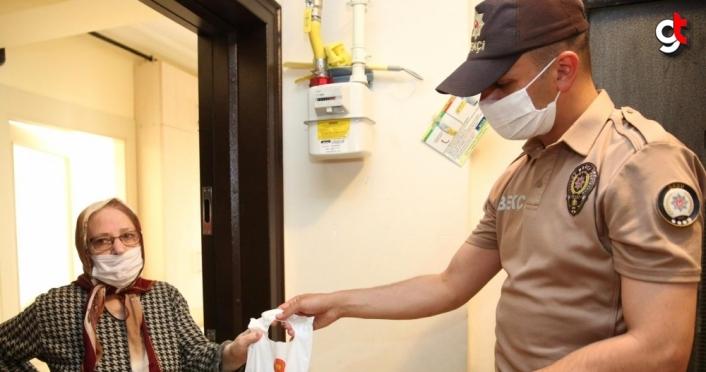Ordu'da 65 yaş ve üzeri vatandaşlara kolonya ve maske dağıtıldı