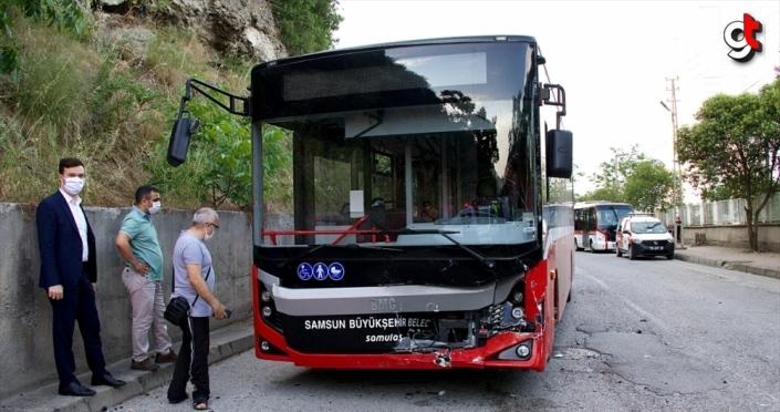 Samsun'da otobüs ile çarpışan otomobilin sürücüsü hayatını kaybetti