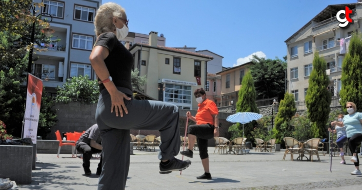 Samsun'da salgın sürecinde evde kalan kadınlar için spor etkinliği