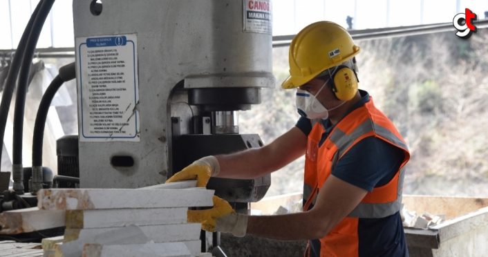 Samsun'da yılda 25 bin ton doğal taş işlenerek mobilyaya dönüştürülüyor
