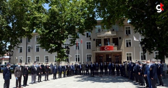 Tokat'ta 67 gaziye tören kıyafeti hediye edildi