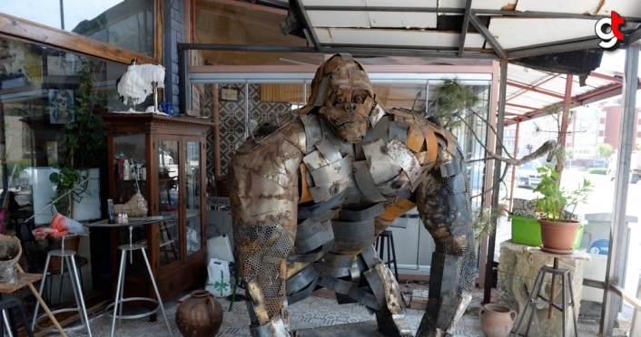Tokat'ta iki ustanın hurda parçalarından yaptığı maket goril ilgi görüyor