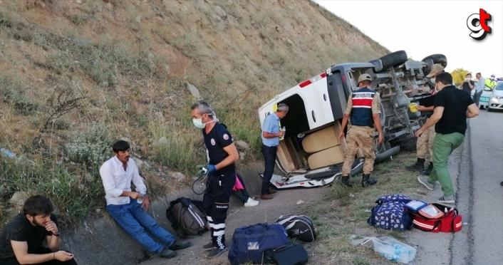 Tokat'ta yolcu minibüsü devrildi: 16 yaralı
