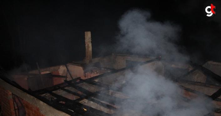 Amasya'da çıkan yangında 2 ev kullanılamaz hale geldi