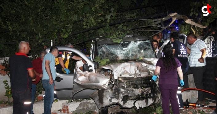 Amasya'da hafif ticari araç bahçe duvarına çarptı: 3 yaralı