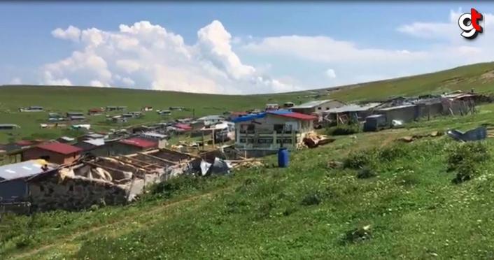 Artvin'de şiddetli rüzgar yayla evlerinin çatısını uçurdu