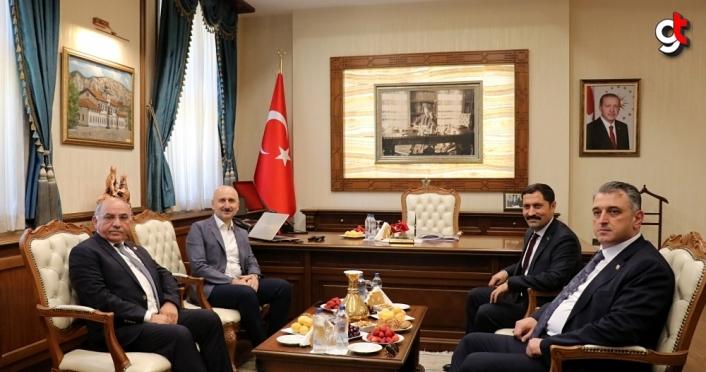 Bakan Karaismailoğlu, Amasya'da ziyaretlerde bulundu
