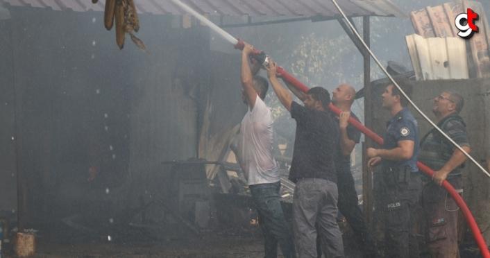 Düzce'de çıkan yangında bir ev ile iki samanlık zarar gördü