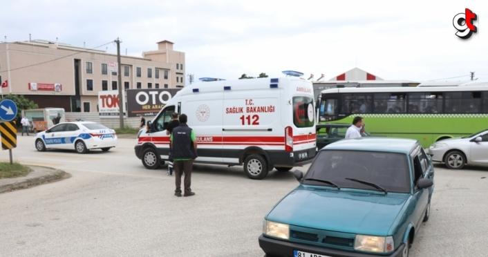 Düzce'de kırmızı ışık ihlali yapan motosiklet sürücüsü kazaya neden oldu