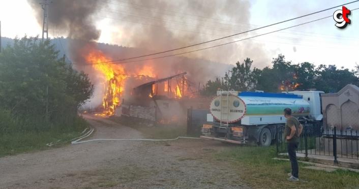 Karabük'te iki ev yanarak kullanılamaz hale geldi