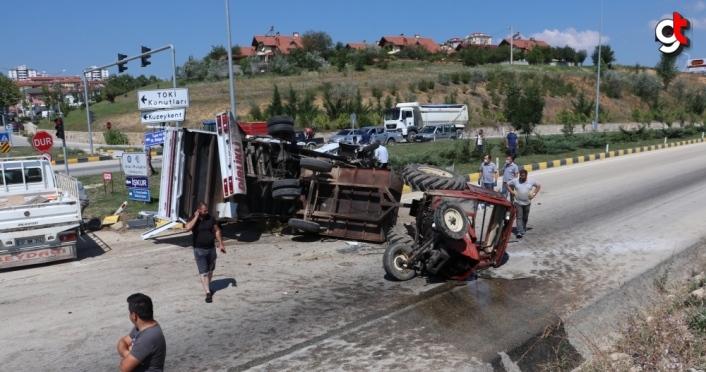 Kastamonu'da traktör ile kamyonet çarpıştı: 2 yaralı