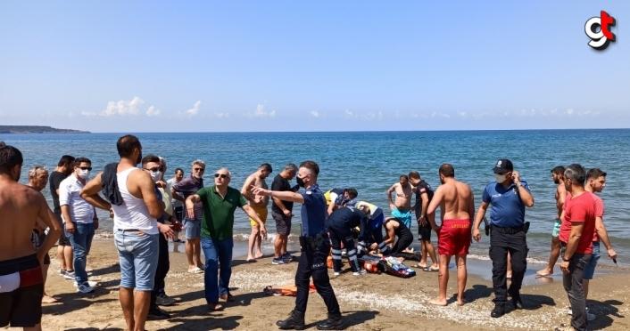 Sinop'ta denize giren 2 kişi boğulma tehlikesi geçirdi