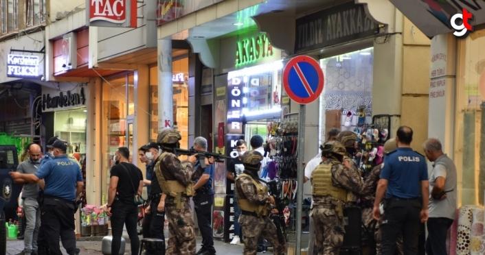 Trabzon'da 3 kişiyi silahla yaralayan kişi, düzenlenen operasyonla gözaltına alındı