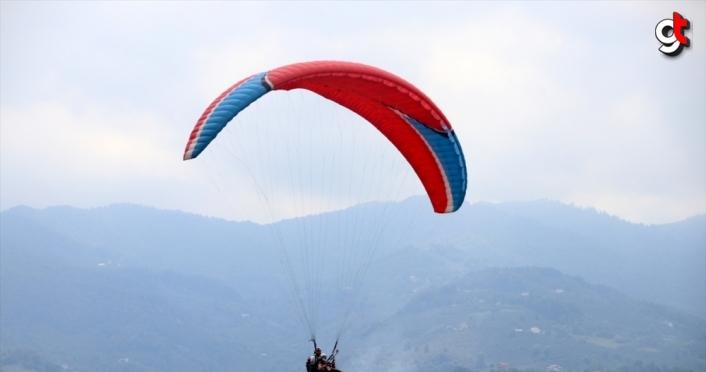 Yamaç paraşütçüleri Düzce'de şenlikte buluştu