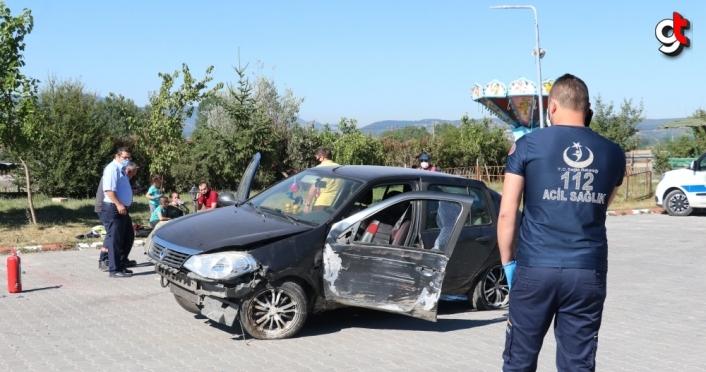 Bolu'da otomobilin tabelaya çarpıp savrulması güvenlik kamerasında