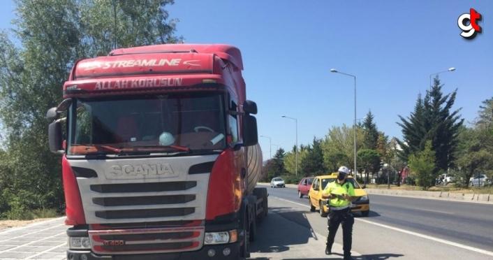 Bolu'da tırın çarptığı yaya yaralandı