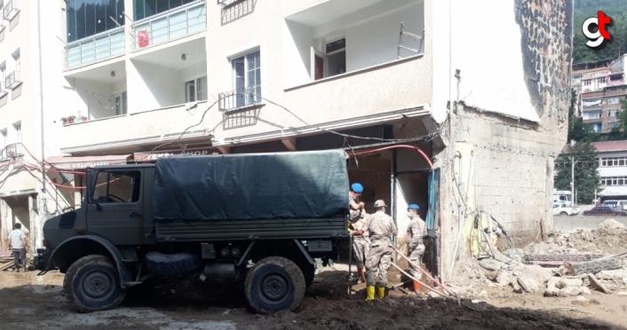 Giresun'da askerlerin selzedelere desteği devam ediyor