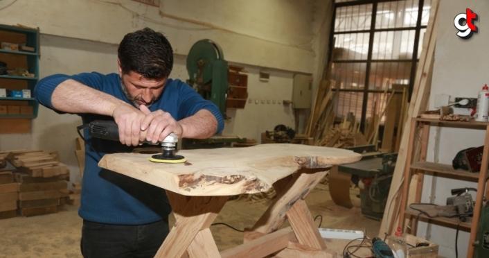Hobisi ekmek kapısı olan ahşap ustası atıl ağaçları işleyerek ekonomiye kazandırıyor