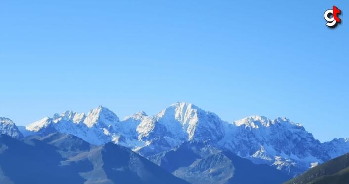 Kaçkar Dağları'na ağustosta kar yağdı