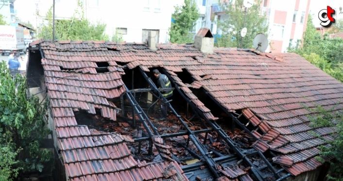 Karabük'te bir evin çatısında çıkan yangın söndürüldü