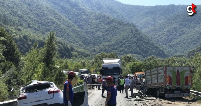 Karabük'te kamyon ile otomobil çarpıştı: 2 ölü, 3 yaralı