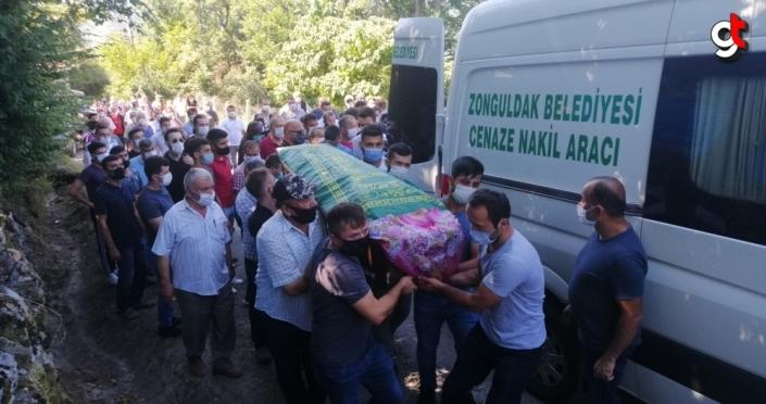 Karabük'teki trafik kazasında ölen anne ve iki çocuğunun cenazeleri Zonguldak'ta defnedildi