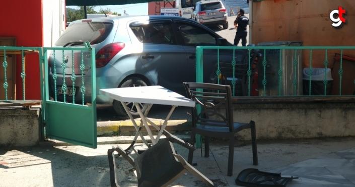 Kastamonu'da el freni tutmayan otomobil bankamatiğe çarparak durdu
