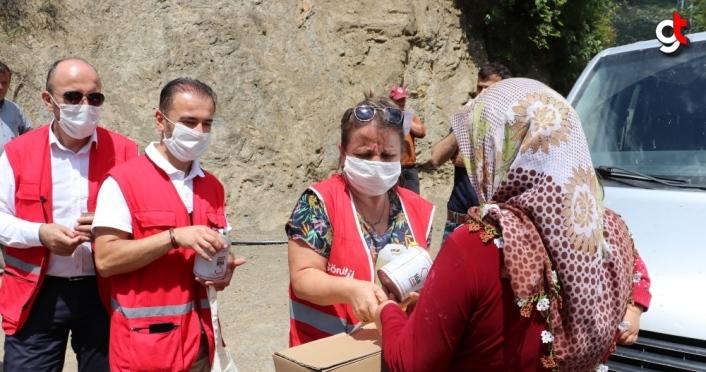 Kastamonu'da Türk Kızılay ekiplerinden 65 yaş üstü vatandaşlara gıda kolisi yardımı
