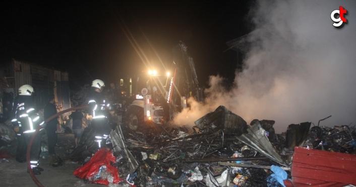 Samsun'da geri dönüşüm deposunda çıkan yangın kontrol altına alındı