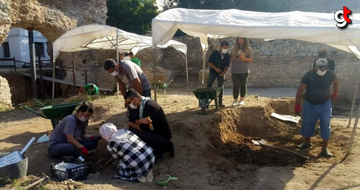 Sinop'ta Balatlar Yapı Topluluğu kazısında hayvan figürlü obje bulundu