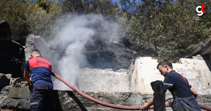 Zonguldak'ta evden ormana sıçrayan yangın söndürüldü