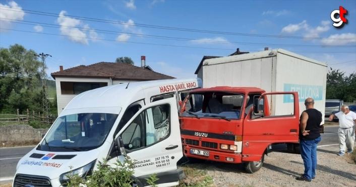 Zonguldak'ta minibüs ile kamyonet çarpıştı: 5 yaralı