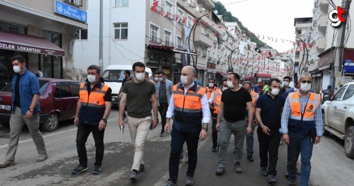 Bakan Karaismailoğlu, selden etkilenen Dereli'de incelemelerini sürdürdü