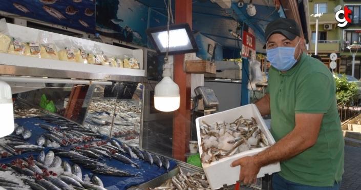 Bartın'da sezonun ilk balıkları tezgahlardaki yerini aldı