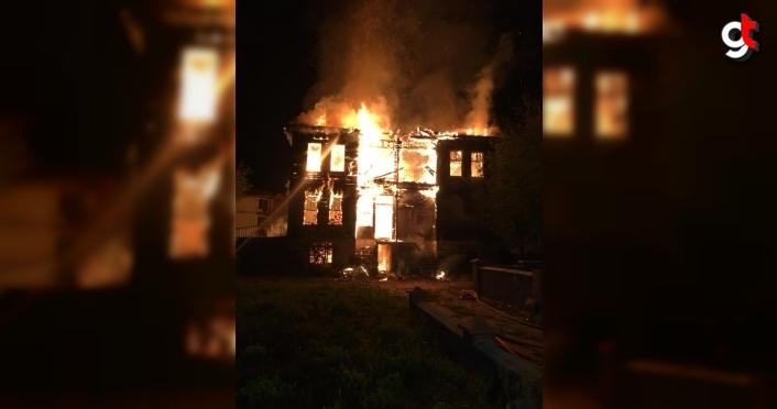 Bartın'da tarihi bina yangında kullanılamaz hale geldi