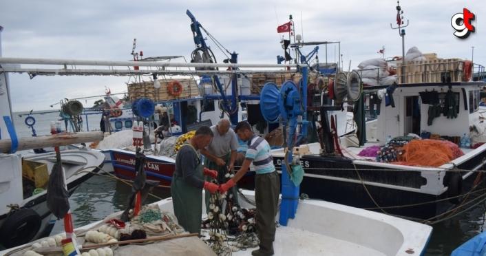 Batı Karadeniz'de balıkçılar poyraz nedeniyle limana demir attı