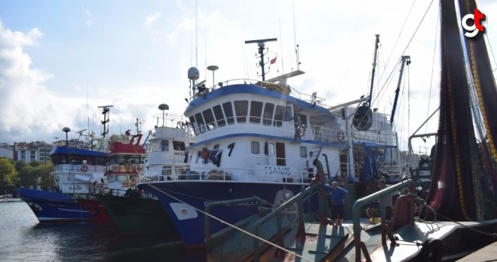 Batı Karadeniz'de balıkçılar poyraz nedeniyle limana demirledi