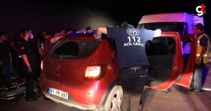 GÜNCELLEME - Düzce'de sürücüsü kalp krizi geçiren otomobil minibüsle çarpıştı: 1 ölü