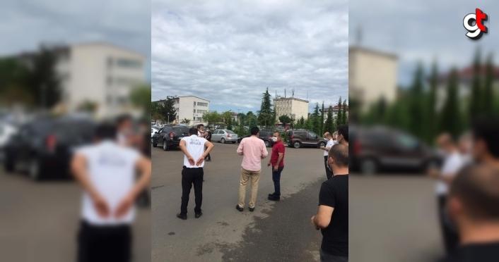 Ordu Valisi Sonel, trafik kazası nedeniyle KPSS'ye geç kalacak adaylara yardımcı oldu