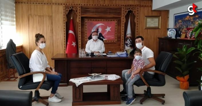 Safranbolu Kaymakamı Türköz, DMD hastası çocuğu kabul etti