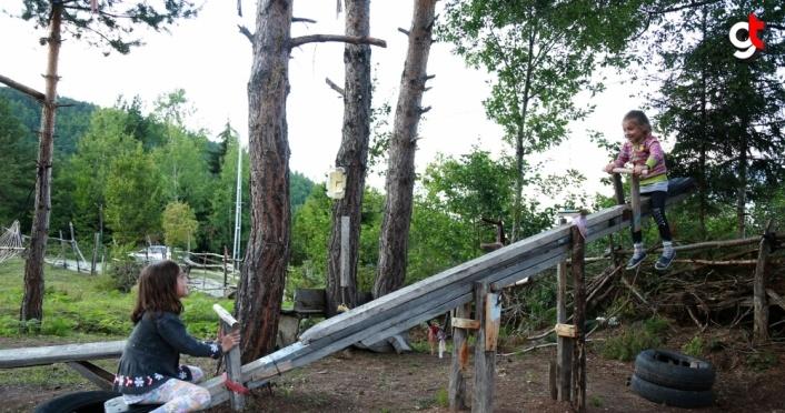 Zekeriya dede 10 dönümlük bahçesini çocuk parkına dönüştürdü