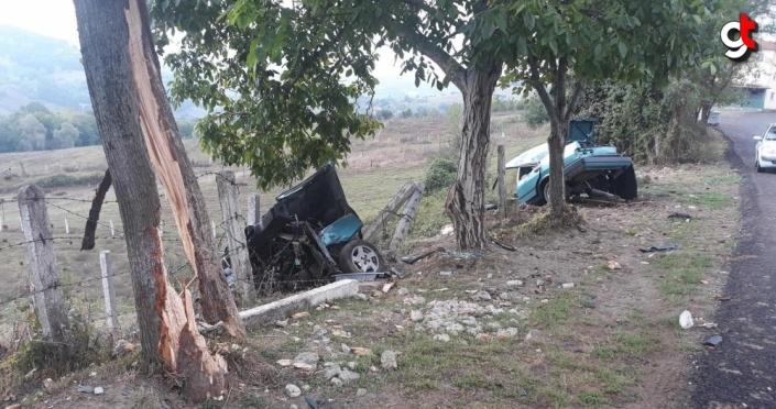 Zonguldak'ta ikiye bölünen otomobilin sürücüsü sağ kurtuldu