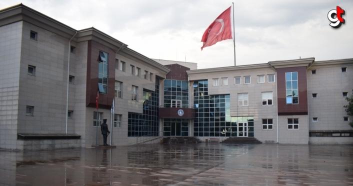 Akçakoca Belediyesi binasının çatısında çıkan yangın söndürüldü