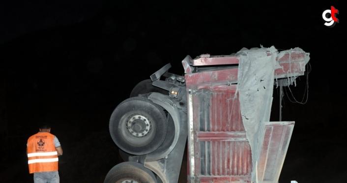 Amasya'da tır viyadükten düştü: 1 yaralı