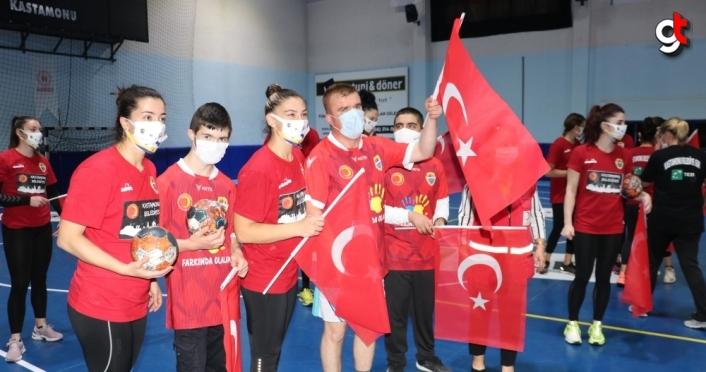Kastamonu Belediyespor Kadın Hentbol Takımı'ndan anlamlı davranış