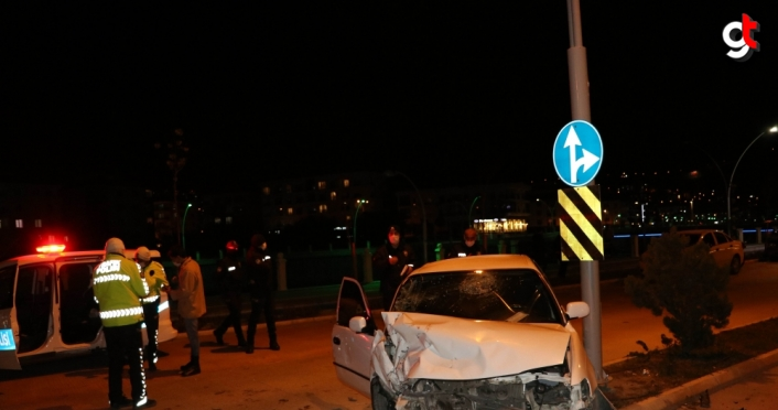 Amasya'da iki otomobil çarpıştı: 2 yaralı