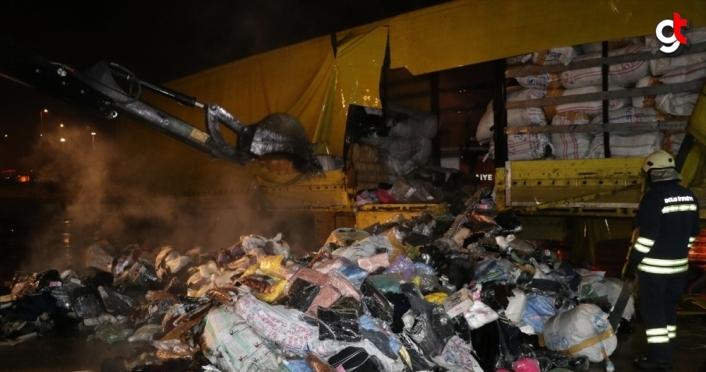 Anadolu Otoyolu'nda park halindeki tekstil yüklü tırda yangın çıktı