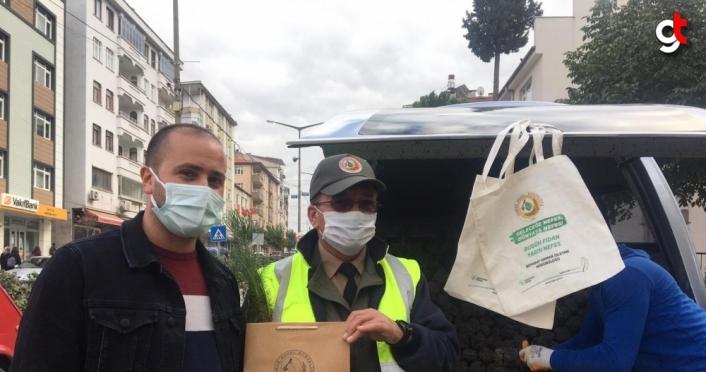 Boyabat'ta vatandaşlara ücretsiz fidan dağıtıldı