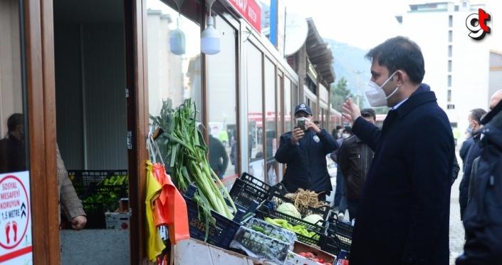 Çevre ve Şehircilik Bakanı Kurum, selden etkilenen Doğankent'te incelemelerde bulundu