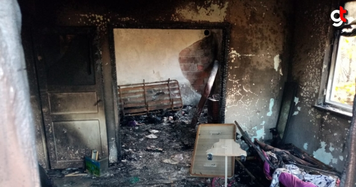 Düzce'de çıkan yangında iki katlı ev kullanılamaz hale geldi